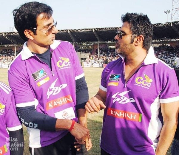 Suniel Shetty And Sonu Sood Discussion Still At Crescent Cricket Cup 2012