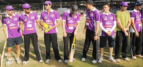 Suniel Shetty At Crescent Cricket Cup 2012