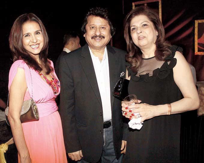 Sharon With Pankaj And Wife Farida Clicked At Raell Padamsee Christmas Bash