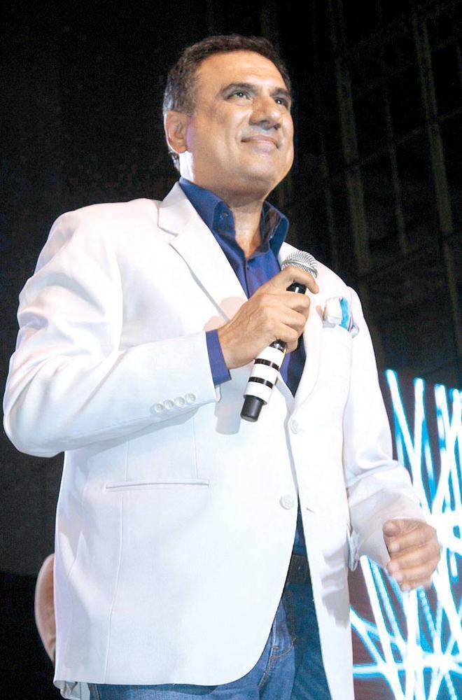 Boman Irani Speaks To The Crowd At Mulund Festival Grand Finale 2012