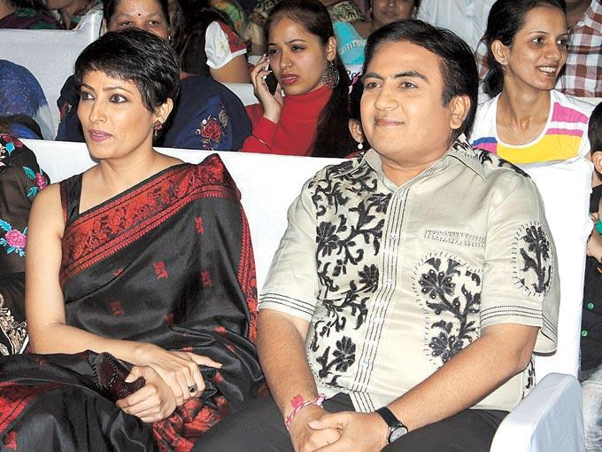 Meghna And Dilip Watch The Performances At The Grand Finale Of Mulund Festival 2012