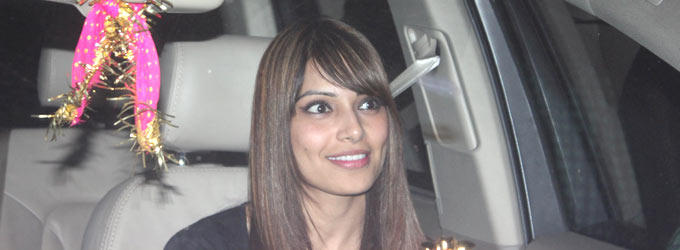 Bipasha Basu Smiling Photo Clicked At Salman Khan Birthday Bash