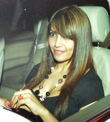 Bipasha Basu Smiling Still At Salman Khan Birthday Bash