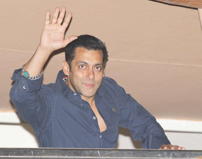 Salman Khan Greets His Fans At His Birthday Bash