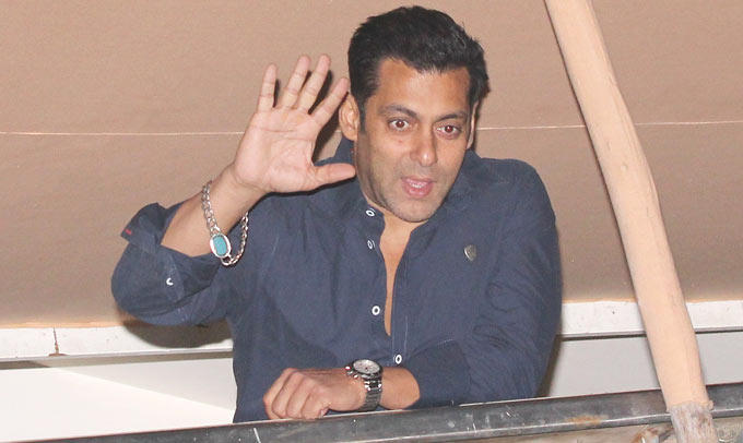 Salman Khan Waves Hands For His Fans At His Birthday Bash