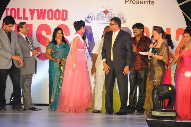 Raasi,Shilpa And Nikhil Clicked At Tollywood Miss AP 2012 Grand Final