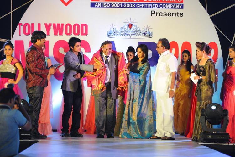 Raasi,Shilpa And Nikhil Graced At Tollywood Miss AP 2012 Grand Final