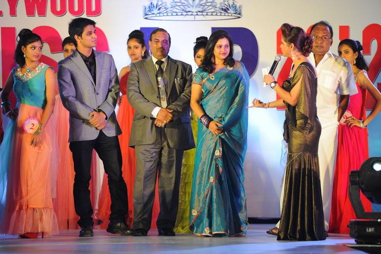 Raasi,Shilpa And Nikhil Posed At Tollywood Miss AP 2012 Grand Final