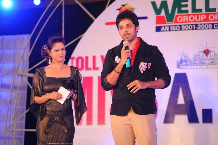 Shilpa Chakravarthy Plays As Host At Tollywood Miss AP 2012 Grand Final