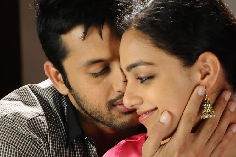 Nitin And Nithya Kissing Scene Photo From Movie Gunde Jaari Gallanthayyinde