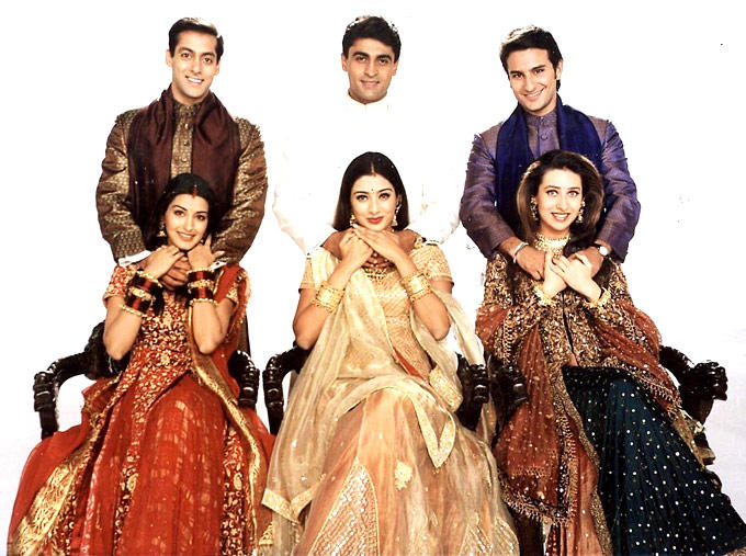 Saif Ali Khan And Karisma Kapoor A Still From Hum Saath Saath Hain