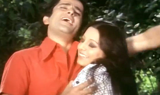 Shashi Kapoor And Neetu Singh Song Still From Deewar Movie