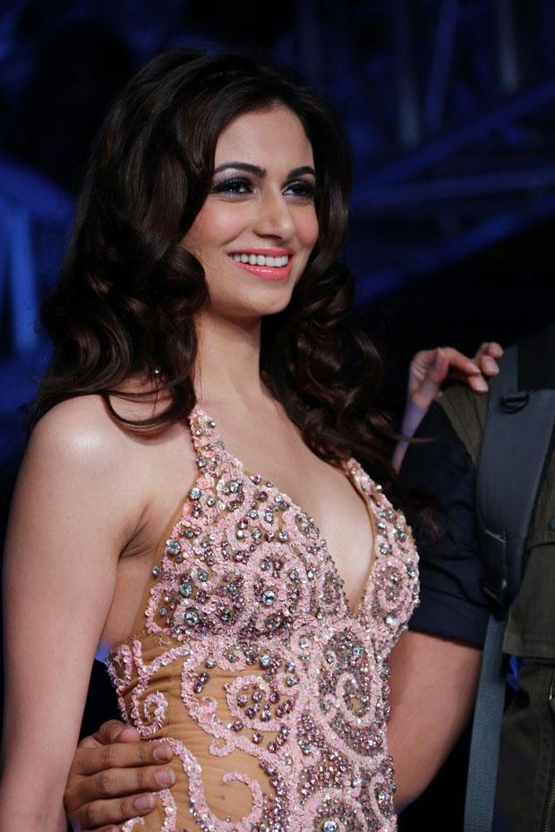 Simran Kaur Flashes A Smile At BPH International Fashion Week 2012