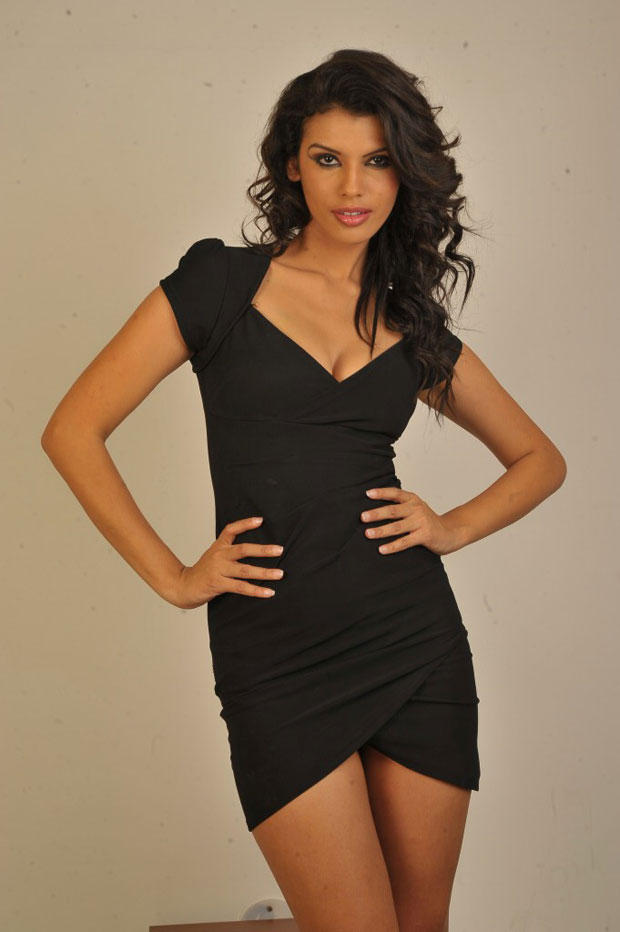 Gabriela Bertante Glamorous Look Photo Shoot