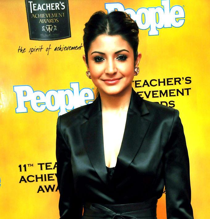 Anushka Sharma Looked Hot Gorgeous In A Suit