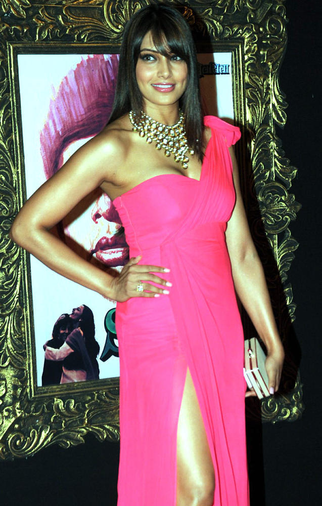 Bipasha BasuHot Look Photo In Pink Dress