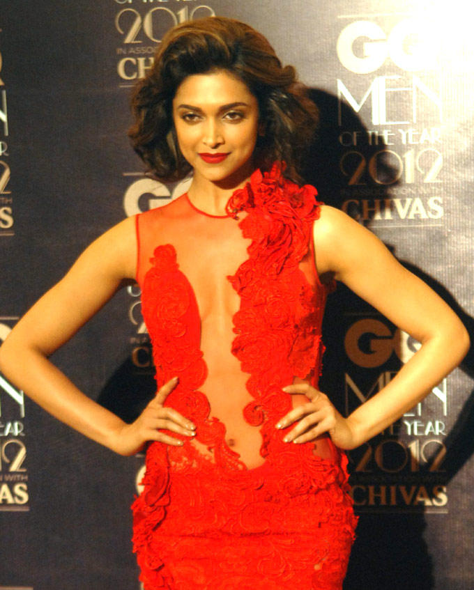 Deepika Padukone Sexy And Hot Cleavage Show Photo In Red Gown