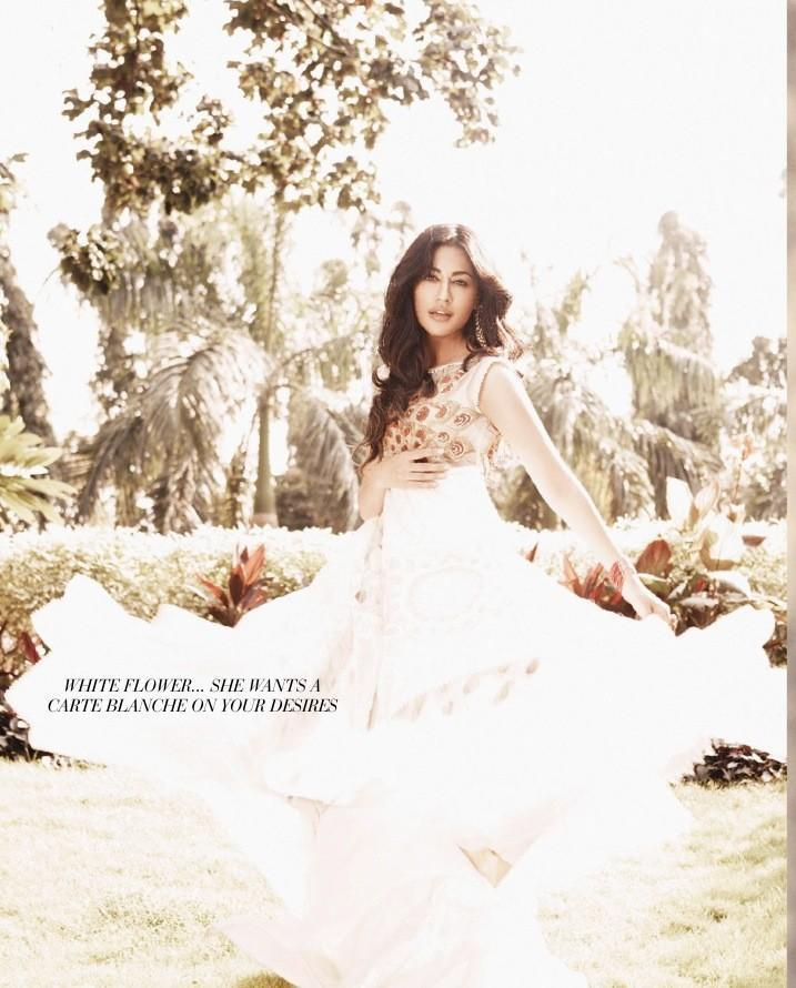 Chitrangada Ravishing Look Photo Shoot In A White Ensemble For Filmfare January 2013