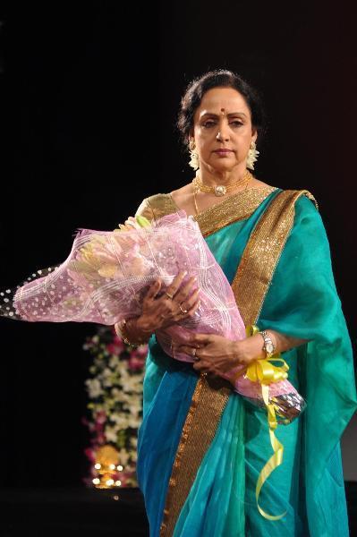 Hema Malini Looked Gergeous In Saree At The Jaya Smriti Awards 2012