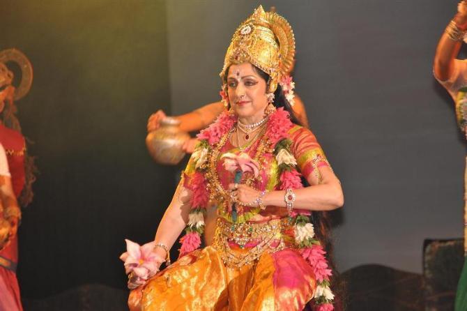 Hema Malini Performing Ballet Dance At The Jaya Smriti Awards 2012