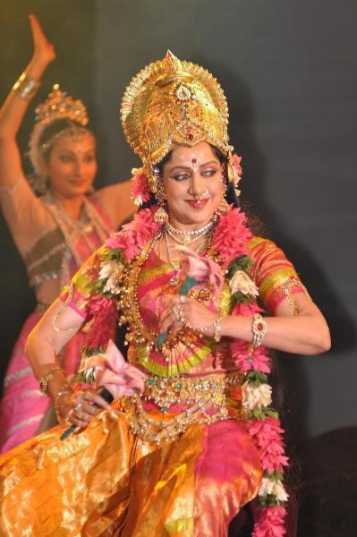 Hema Malini Performs Dance Ballet Mahalaxmi During Jaya Smirti Award 2012