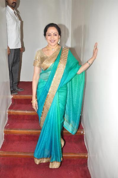Hema Malini On Steps Photo Clicked At The Jaya Smriti Awards 2012