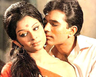 Rajesh And Sharmila Romantic Scene In Roop Tera Mastana Song Still From Aradhana