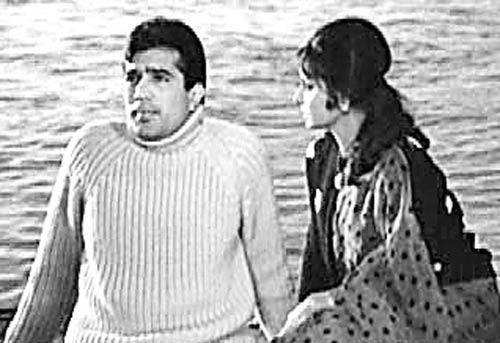 Rajesh Khanna And Waheeda Rehman In Khamoshi Film
