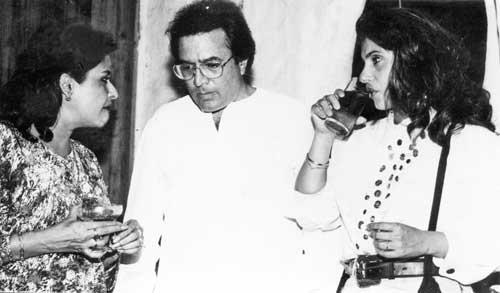 Rajesh Khanna With Anju Mahendru And Dimple Kapadia Photo Still