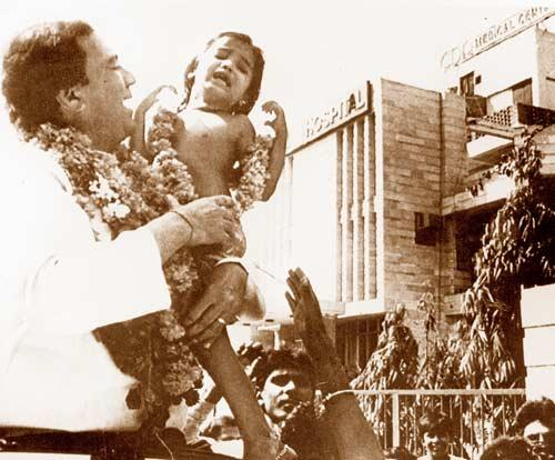Rajesh Khanna With A Kid Nice Still