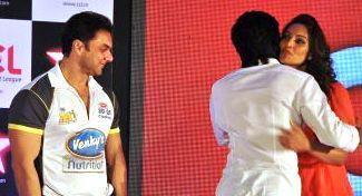 Sohail,Riteish And Bipasha Hug Photo At Celebrity Cricket League Press Conference