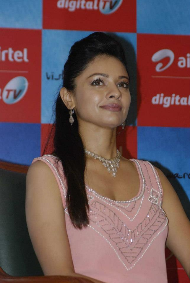 Pooja Dazzling Look Still At Vishwaroopam Airtel DTH Launch Event