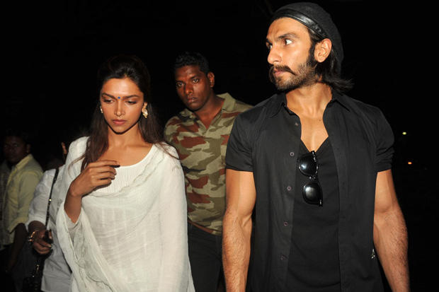 Ranveer And Deepika Photo Clicked During Protest Delhi Gang Rape Atrocity By Candle Light Rally