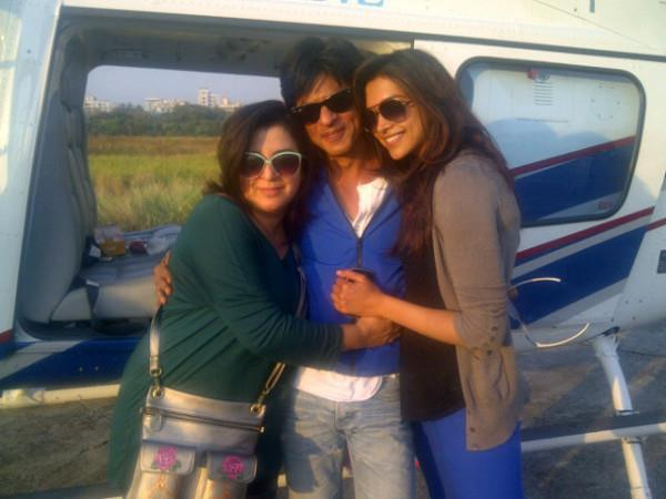 Shahrukh And Deepika Posed For Camera On The Sets Of Chennai Express