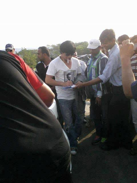 Shahrukh Spotted On The Sets Of Movie Chennai Express