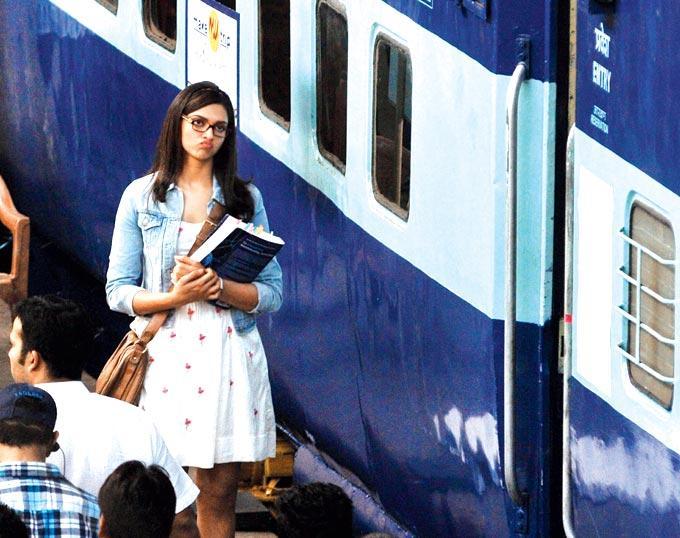 Deepika Padukone Pouts At A Shoot At Mumbai Central Station