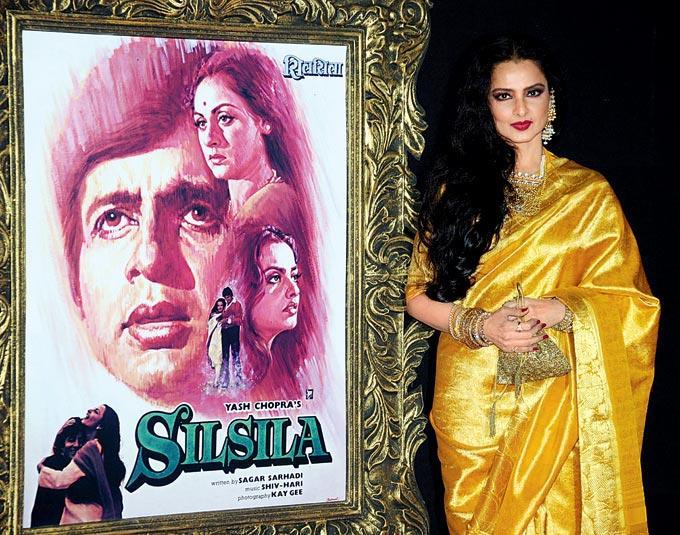 Evergreen Beautiful Rekha Strikes A Pose At The Premiere Of Jab Tak Hai Jaan