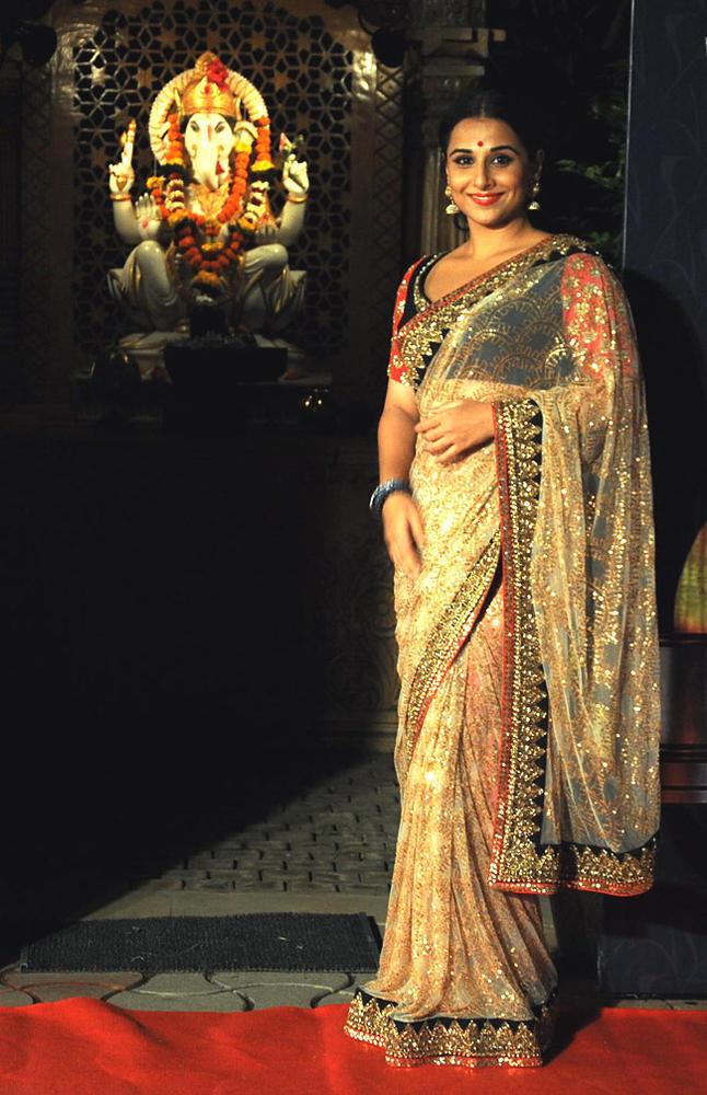 Vidya Balan Fabulous Look At Apsara Awards