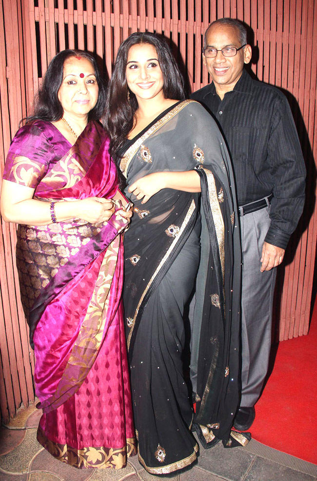 Vidya Balan With Her Mother And Father At The Dirty Picture Party