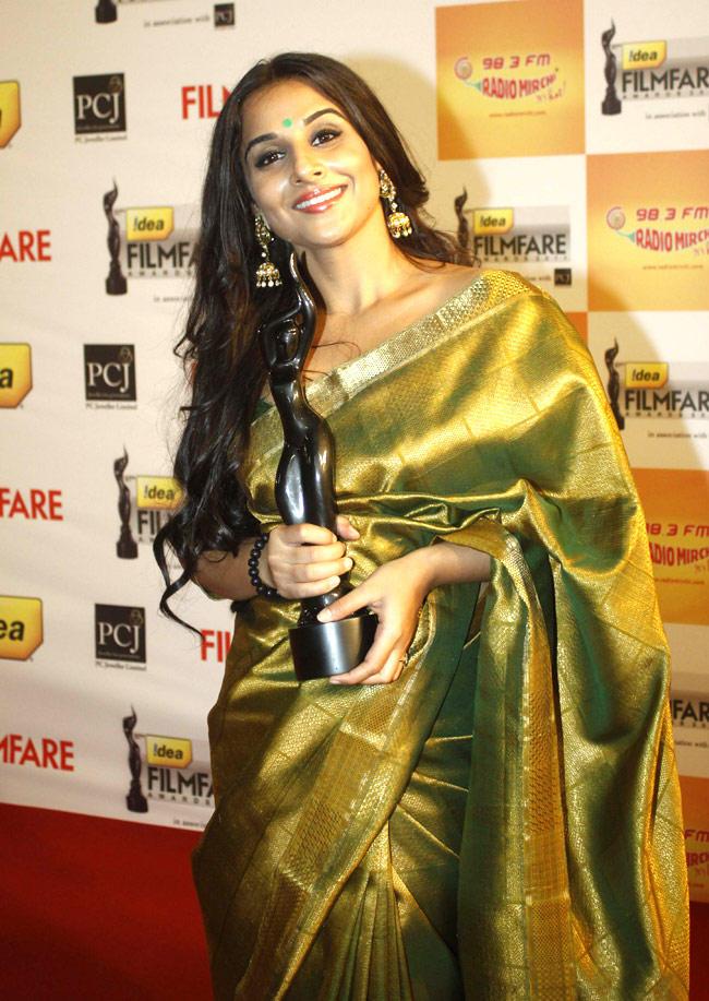 Vidya Balan In Saree At Filmfare Awards Function