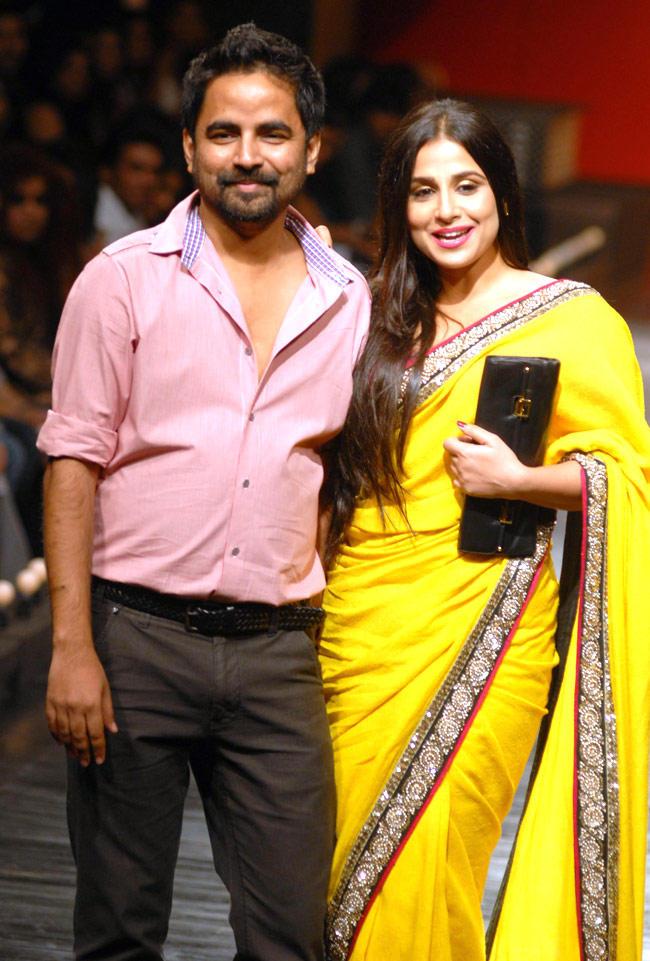 Vidya With Sabyasachi On Ramp At Wills Lifestyle India Fashion Week 2011