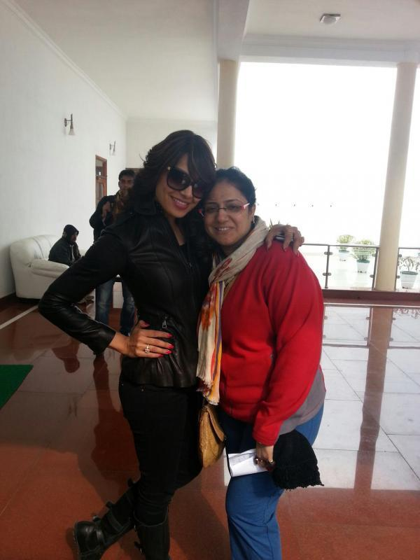 Bipasha Basu Clicked With A Friend At Saifai Mahotsav 2012