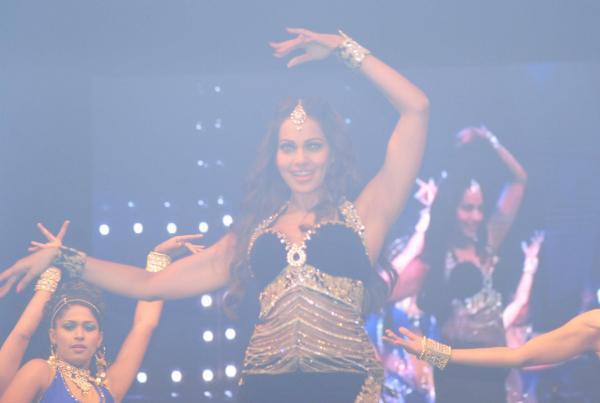 Bipasha Basu Hot Dance Performance At Saifai Mahotsav 2012