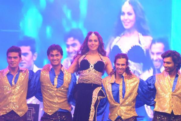 Bipasha Basu Rocked With Other Dancer At Saifai Mahotsav 2012