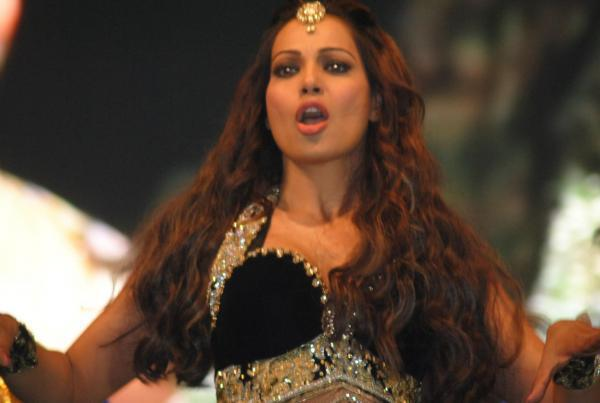 Bipasha Basu Rocked At Saifai Mahotsav 2012