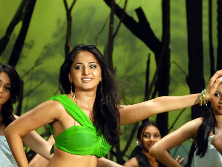 Anushka Shetty Dancing Step Photo