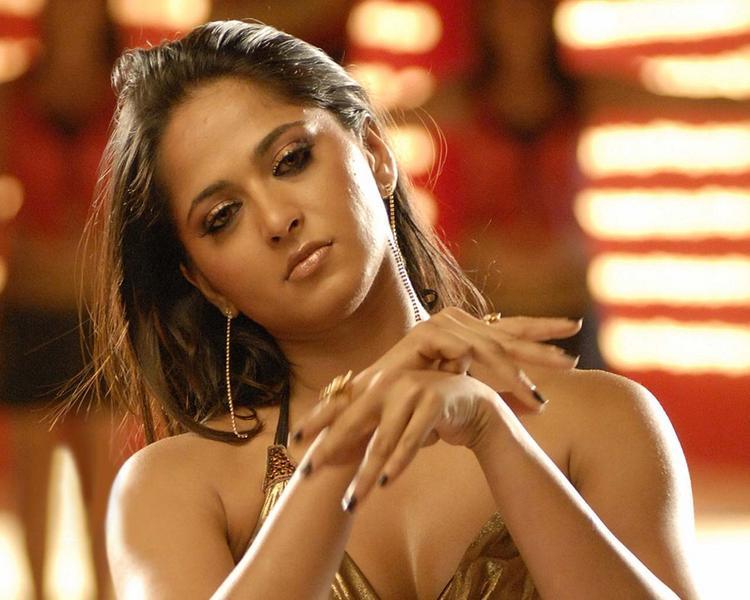 Anushka Shetty Glamour Face Still