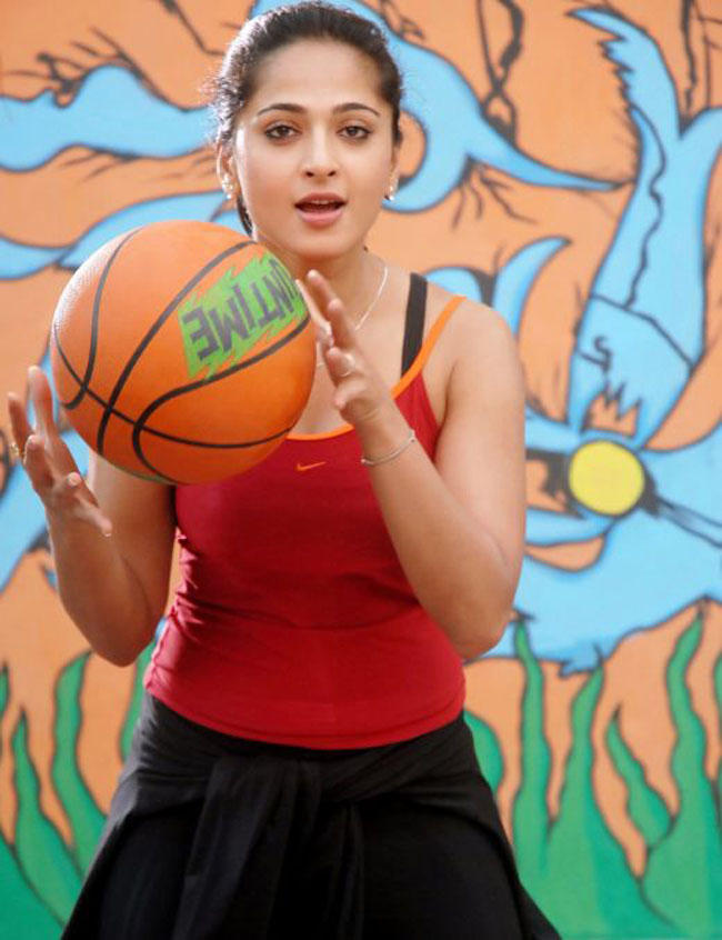 Anushka Shetty Sexy Pic With Ball