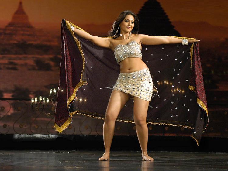 Anushka Shetty Spicy Navel Expose Dance Still
