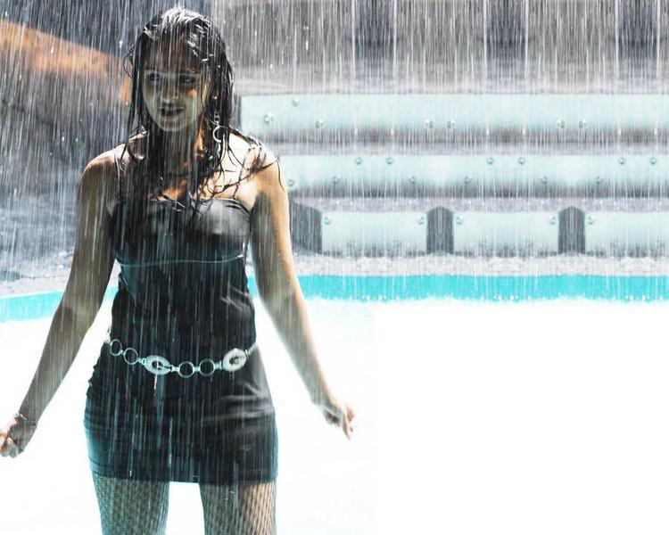 Anushka Shetty Wet Swin Sexy Still